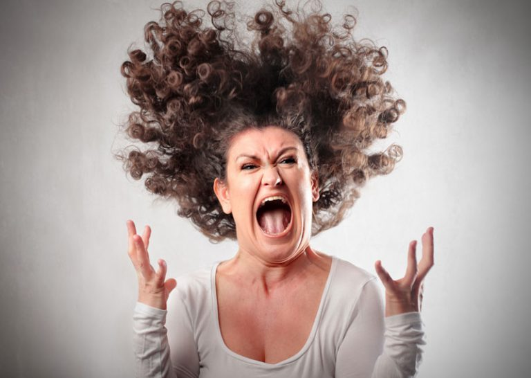 אשה כועסת
